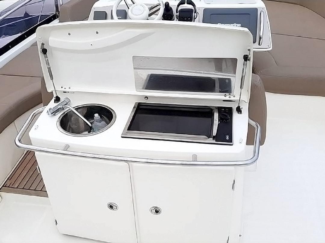Prestige-Yachts-60-13