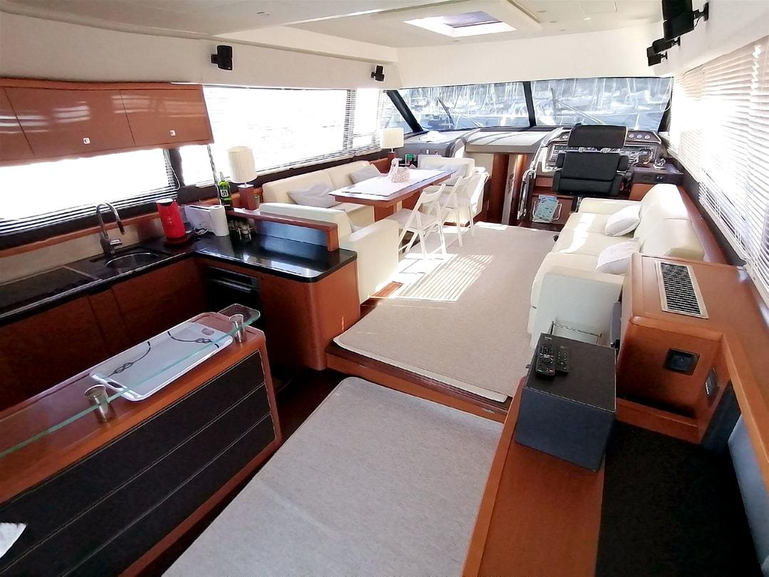 Prestige-Yachts-60-23
