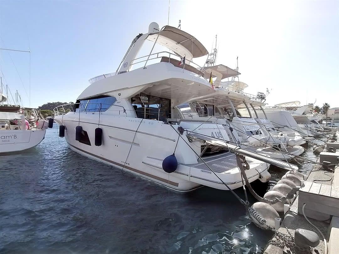 Prestige-Yachts-60-3