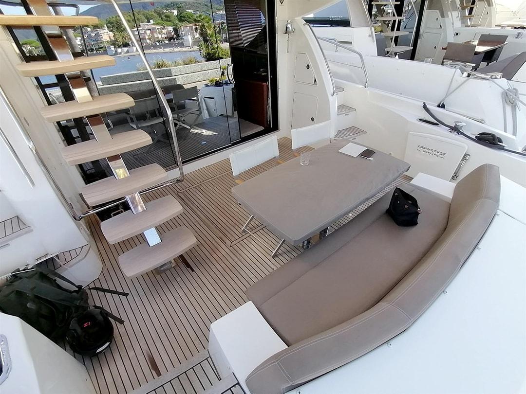 Prestige-Yachts-60-7