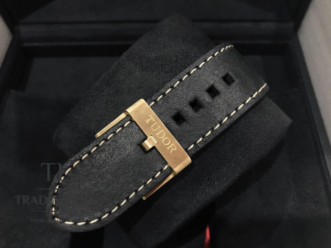 Tudor-Black-Bay-Bronze-79250BA-13