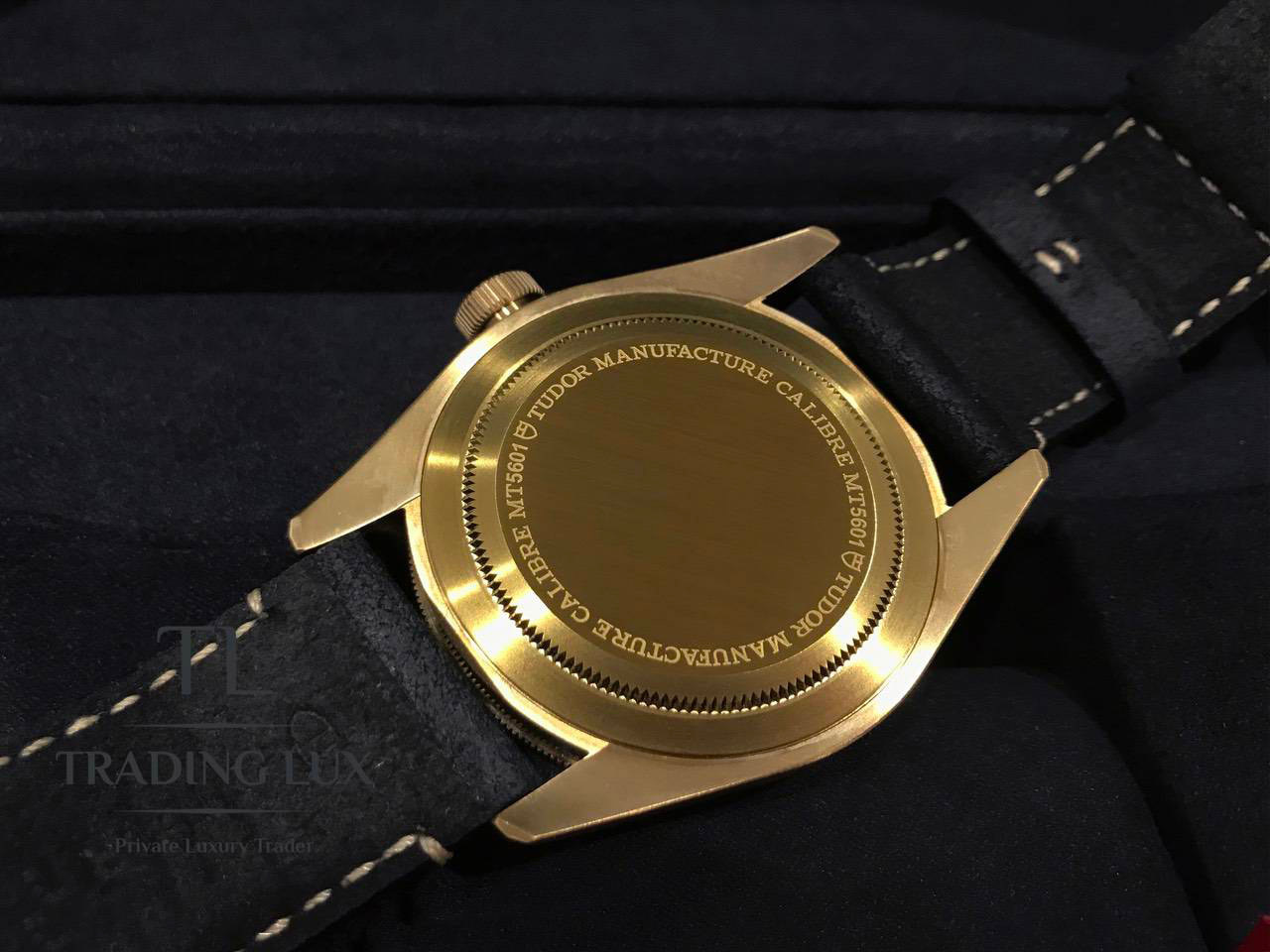 Tudor-Black-Bay-Bronze-79250BA-4