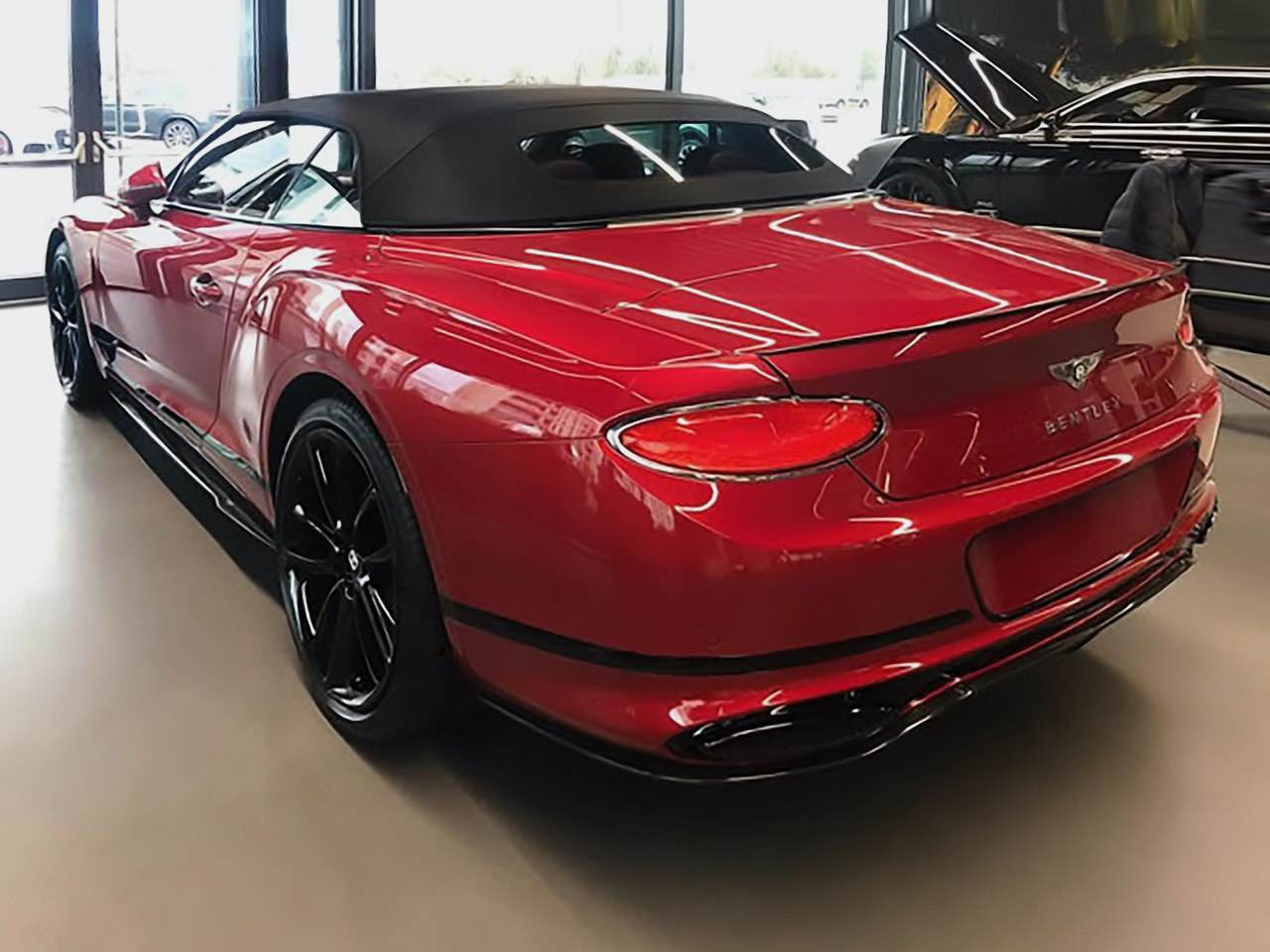 Bentley-Continental-GTC-Dragon-Red-2
