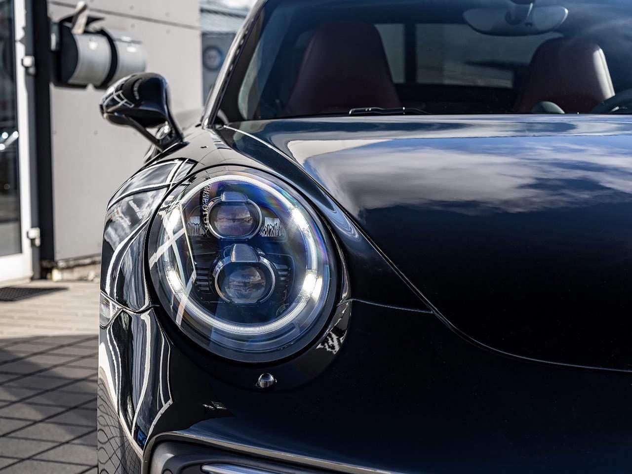 Porsche-911-Turbo-S-0