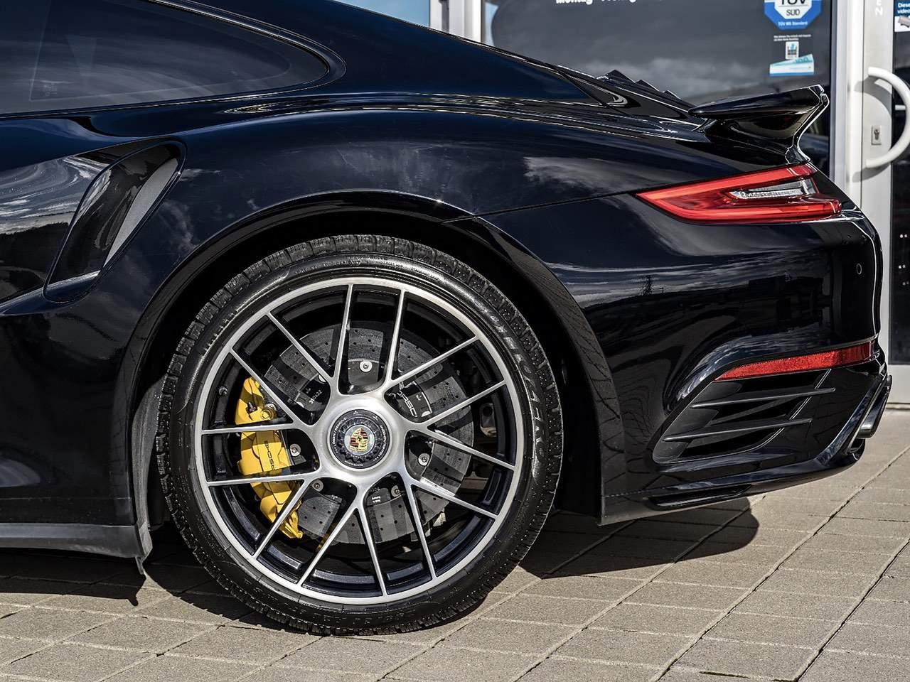 Porsche-911-Turbo-S-11