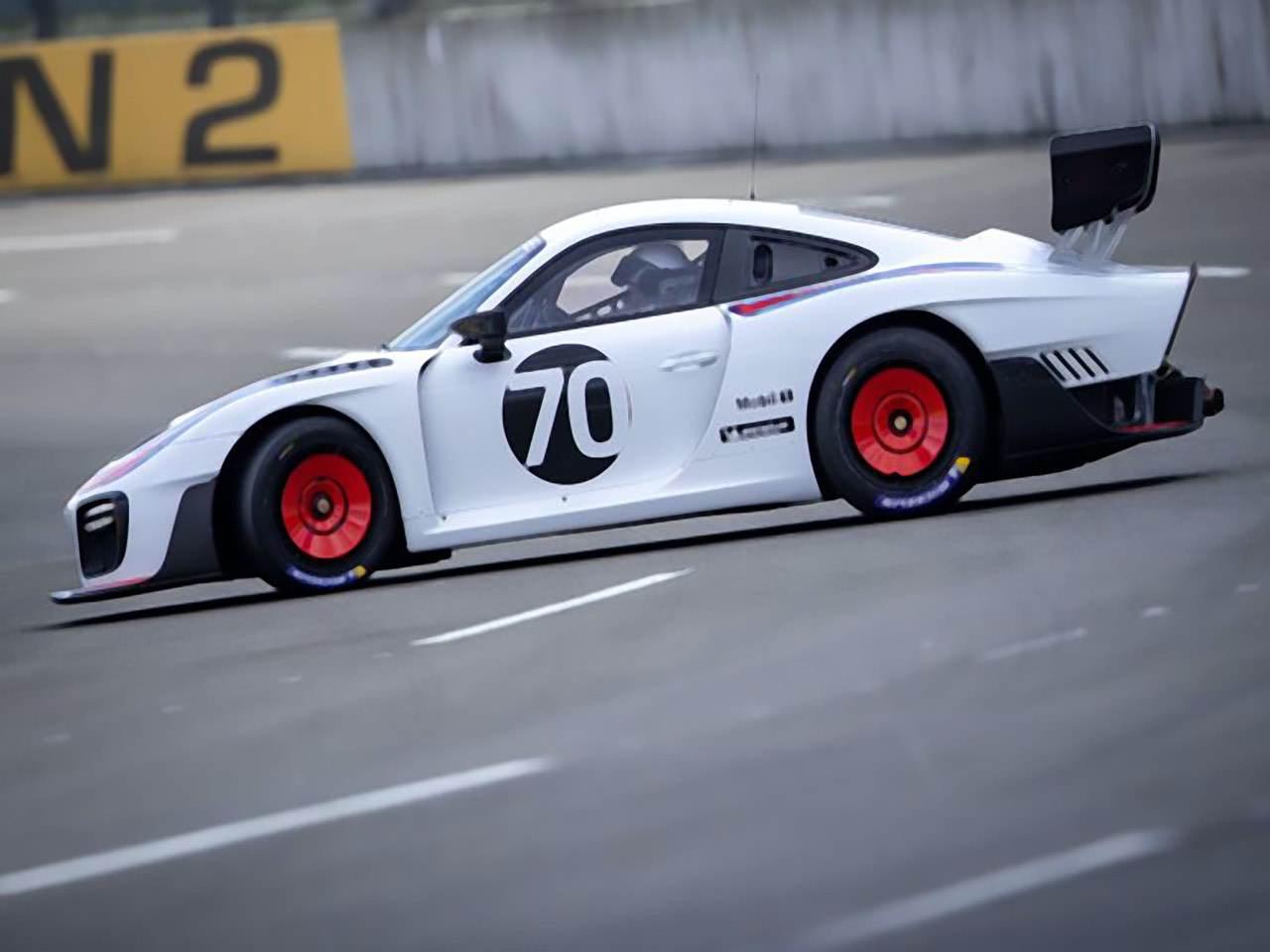 Porsche-935-Martini-Edition-2
