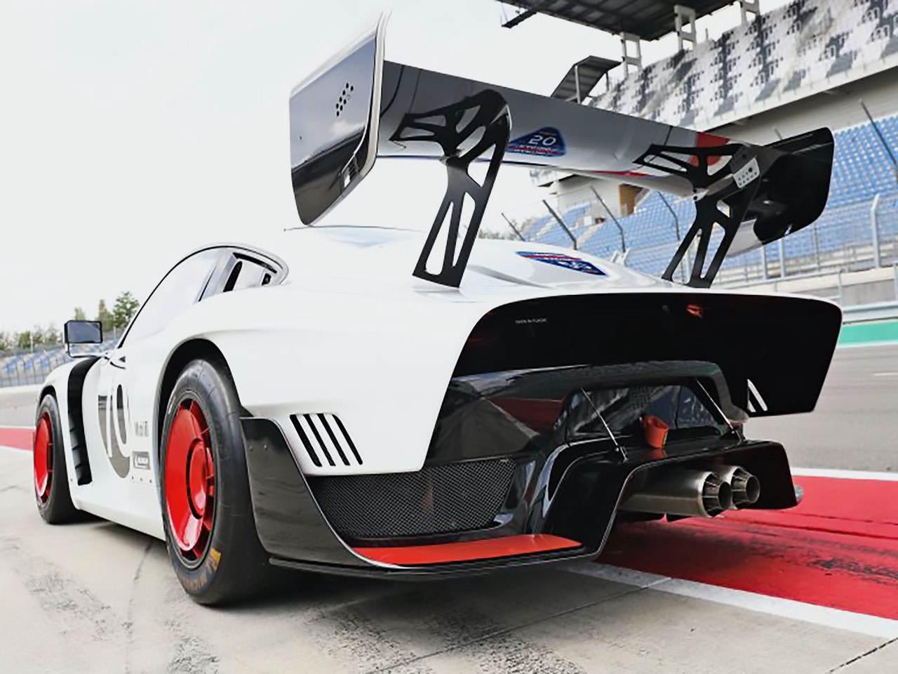 Porsche-935-Martini-Edition-3