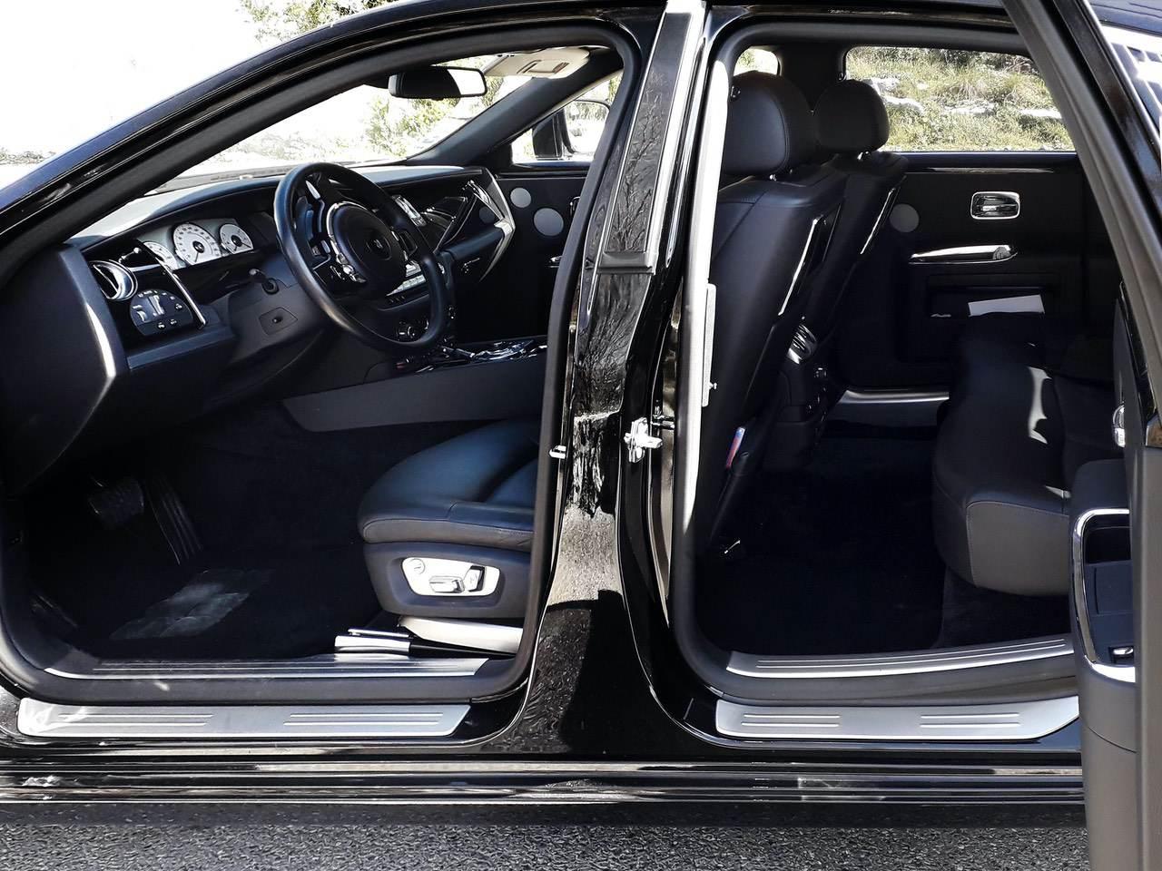 Rolls-Royce-Ghost-Black-1