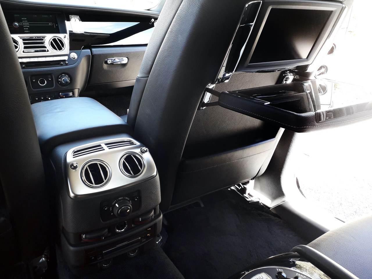 Rolls-Royce-Ghost-Black-10