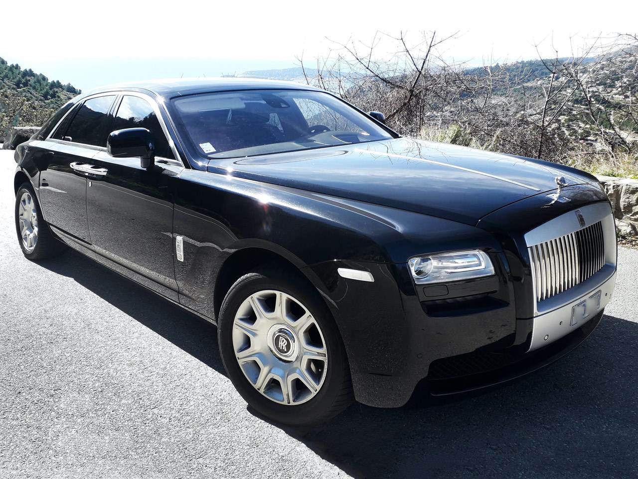 Rolls-Royce-Ghost-Black-11