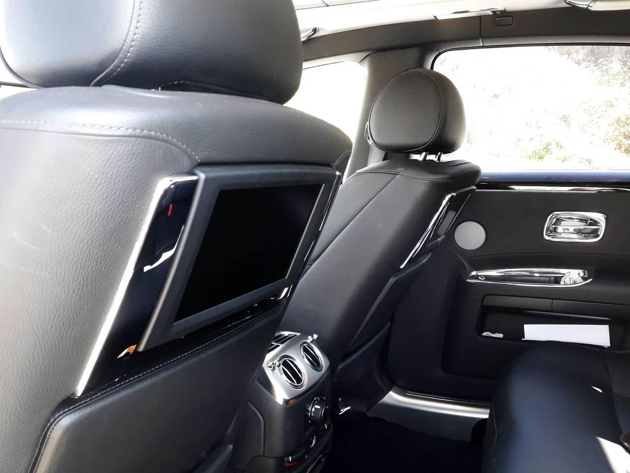 Rolls-Royce-Ghost-Black-2