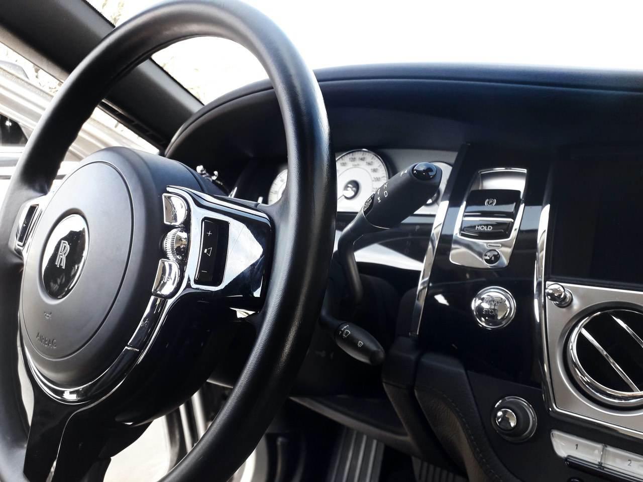 Rolls-Royce-Ghost-Black-4