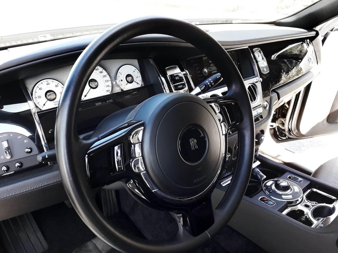 Rolls-Royce-Ghost-Black-9