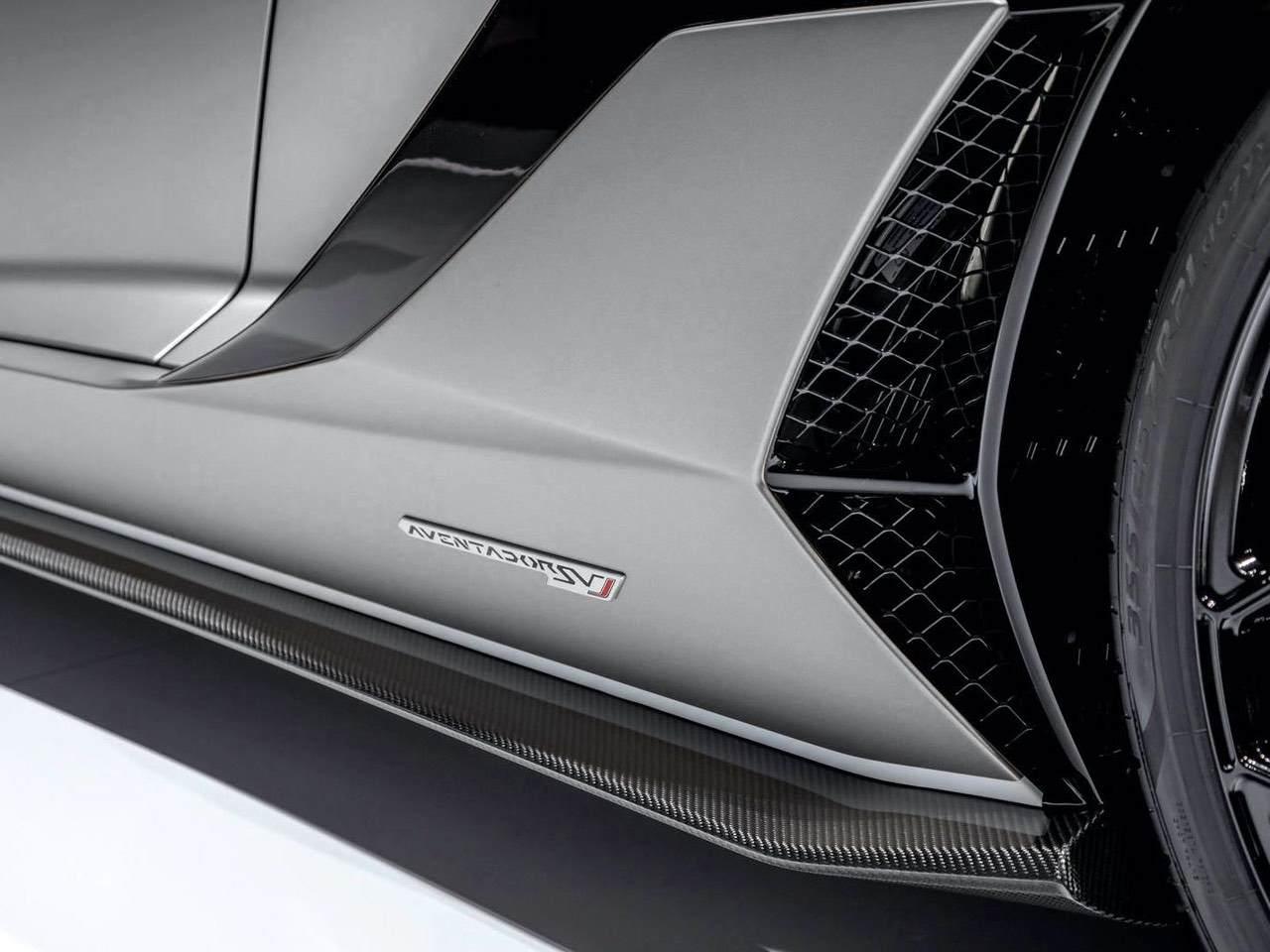 Lamborghini-Aventador-SVJ-Roadster-Grey-10
