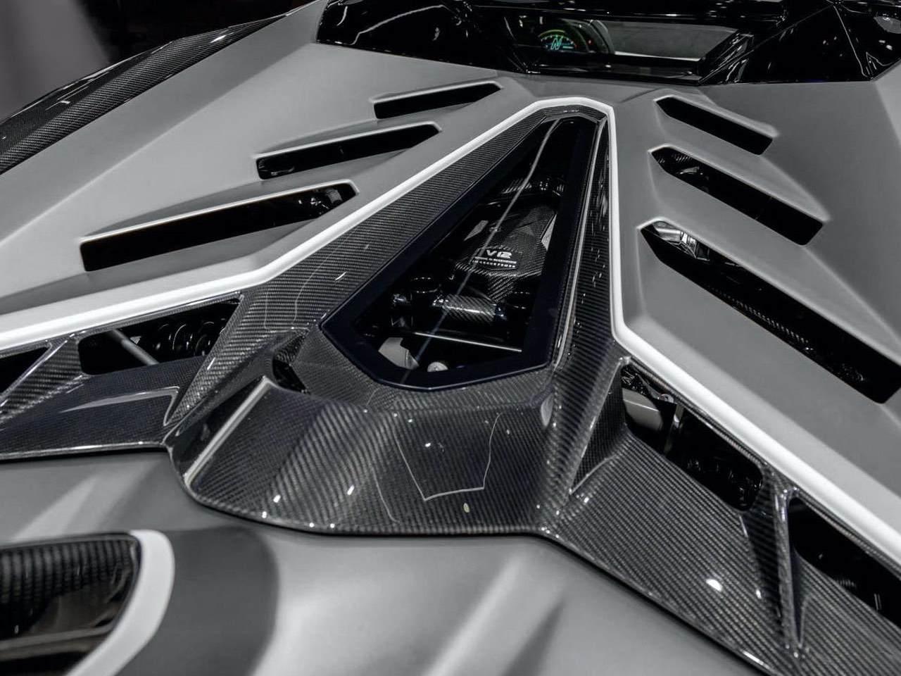 Lamborghini-Aventador-SVJ-Roadster-Grey-3
