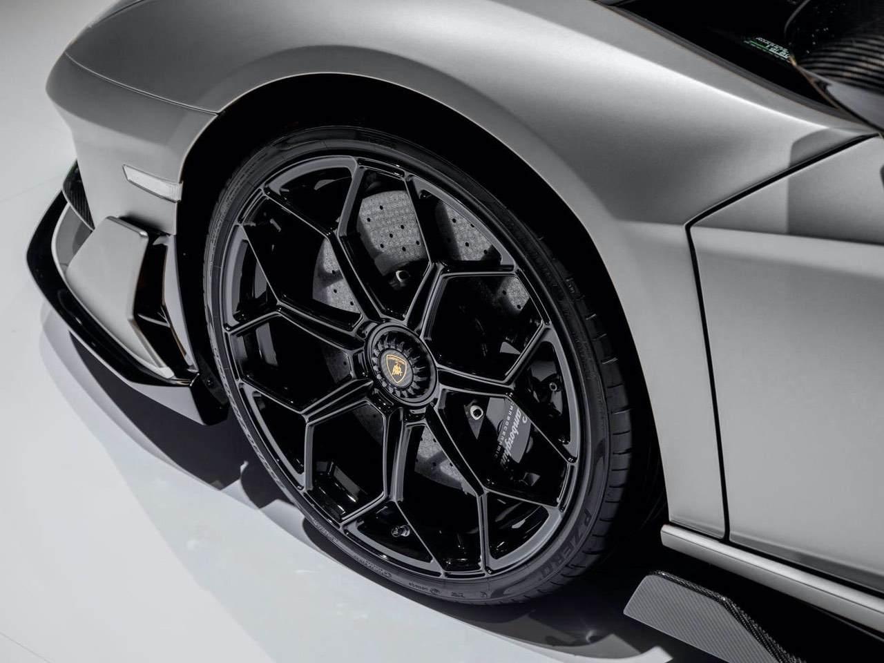 Lamborghini-Aventador-SVJ-Roadster-Grey-7