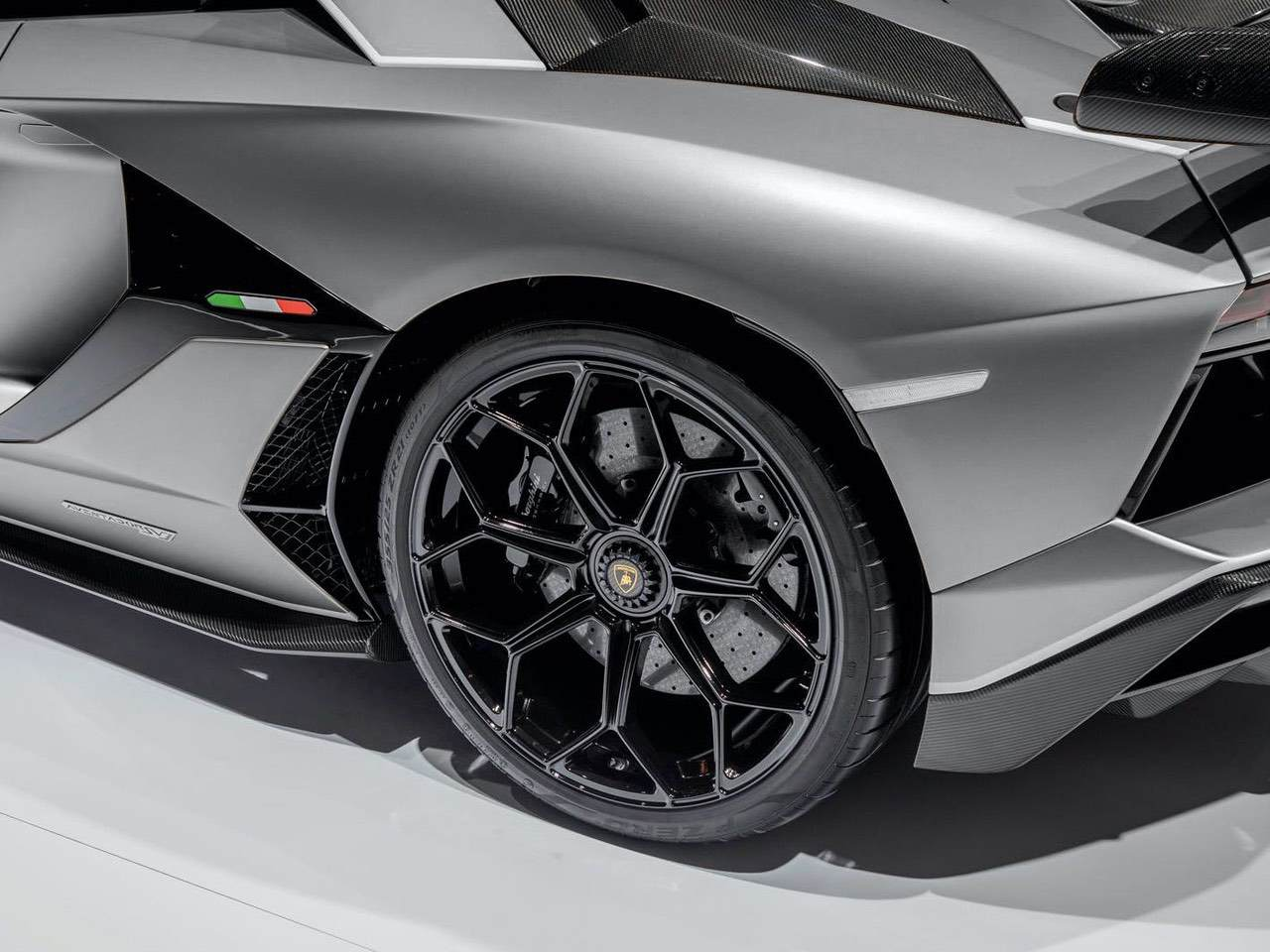 Lamborghini-Aventador-SVJ-Roadster-Grey-8