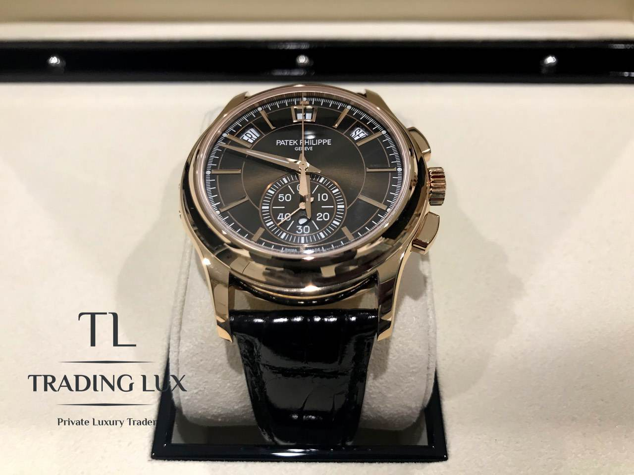 Patek-Philippe-Complications-5905R-001-11