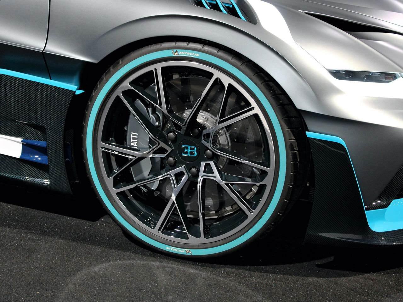 Bugatti-Divo-2