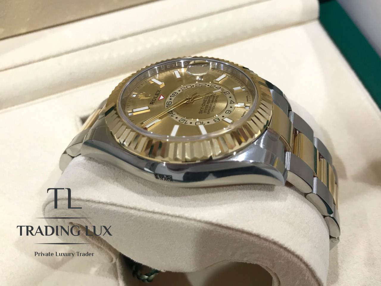 Rolex-Sky-Dweller-326933-Champagne-8