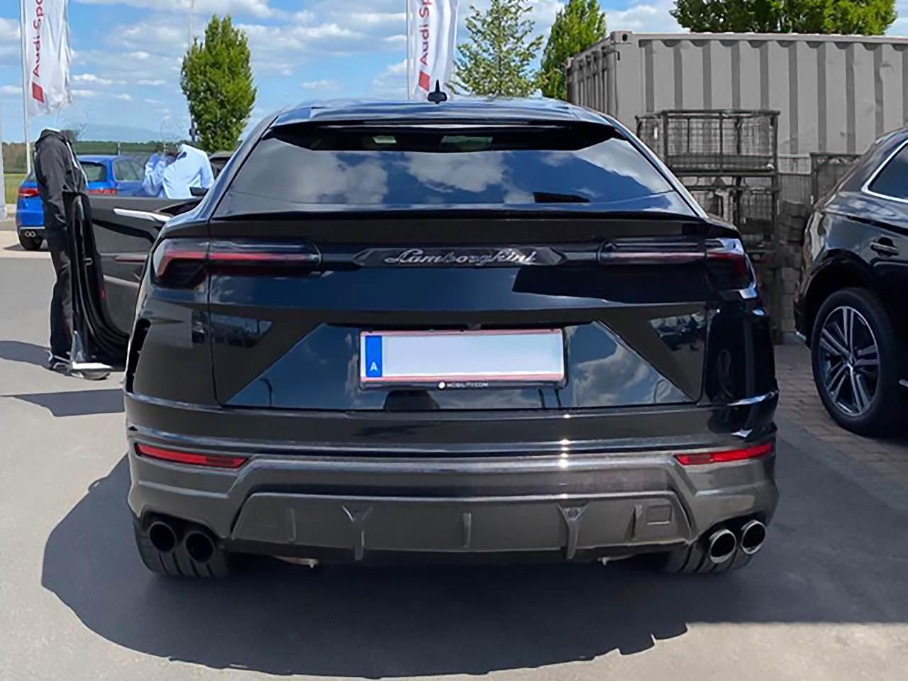 Lamborghini-Urus-13
