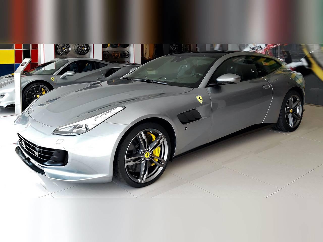 Ferrari-GTC4-Lusso-0