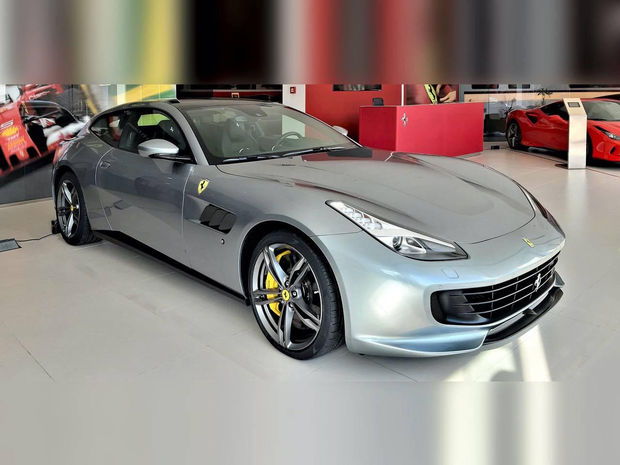 Ferrari-GTC4-Lusso-1