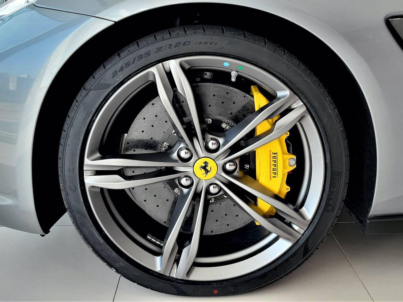 Ferrari-GTC4-Lusso-3