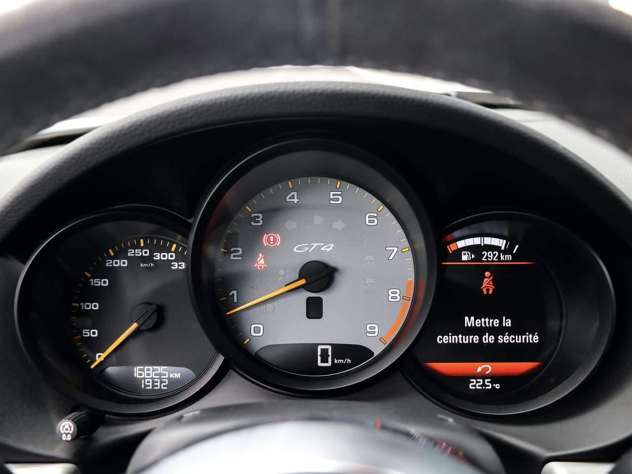 Porsche-Cayman-981-GT4-10