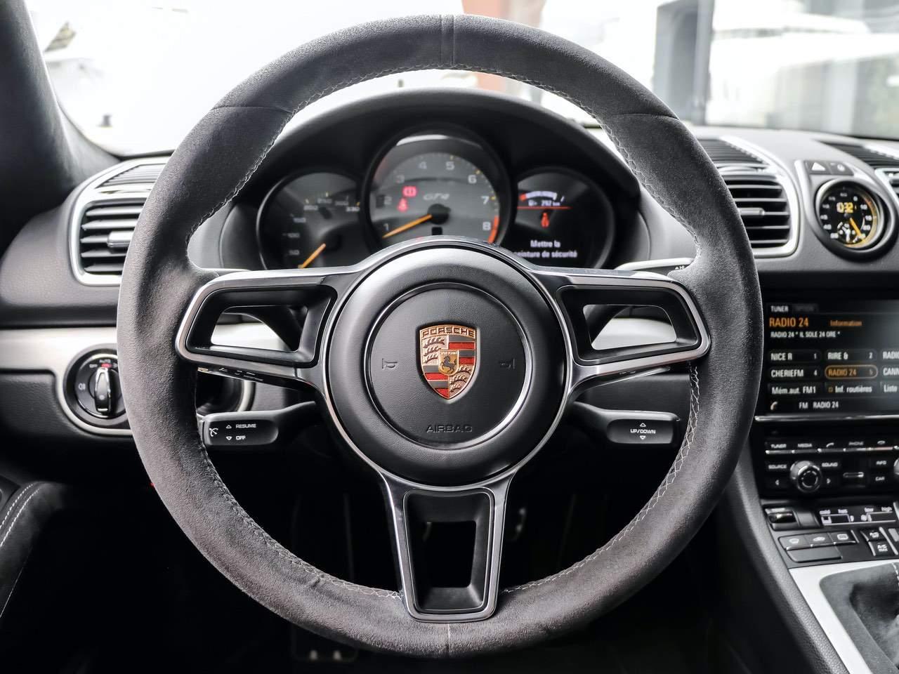 Porsche-Cayman-981-GT4-11