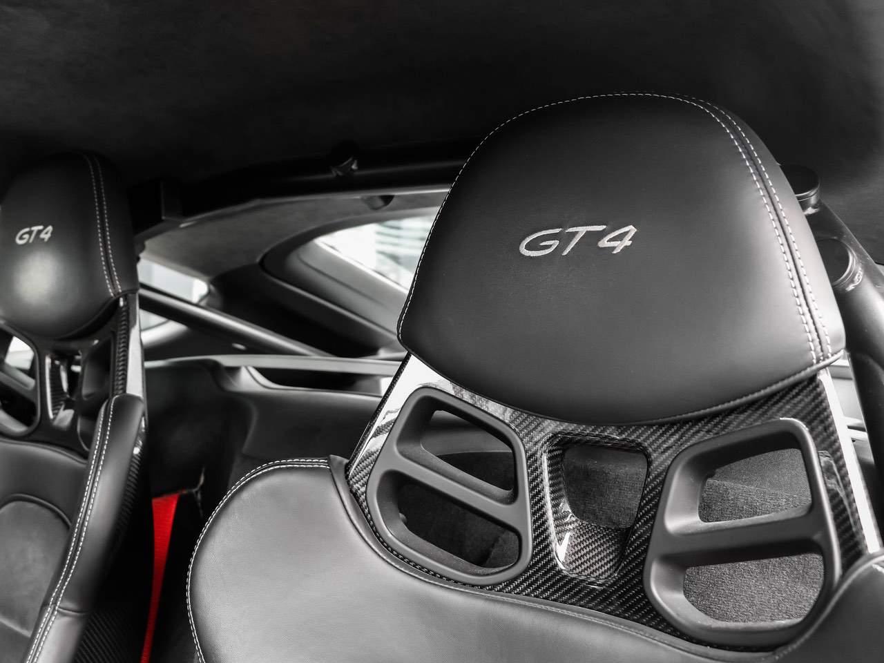 Porsche-Cayman-981-GT4-12