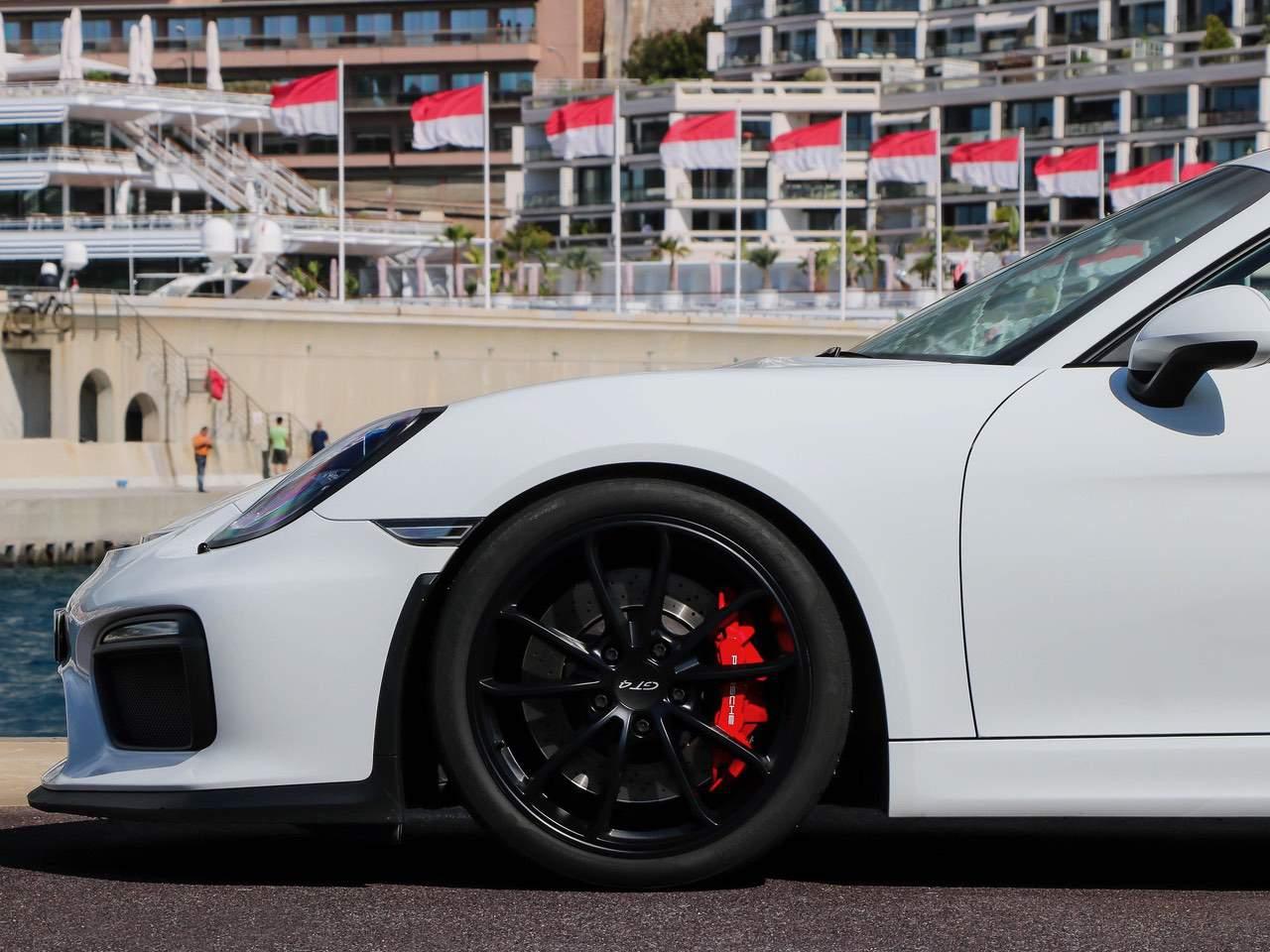 Porsche-Cayman-981-GT4-3