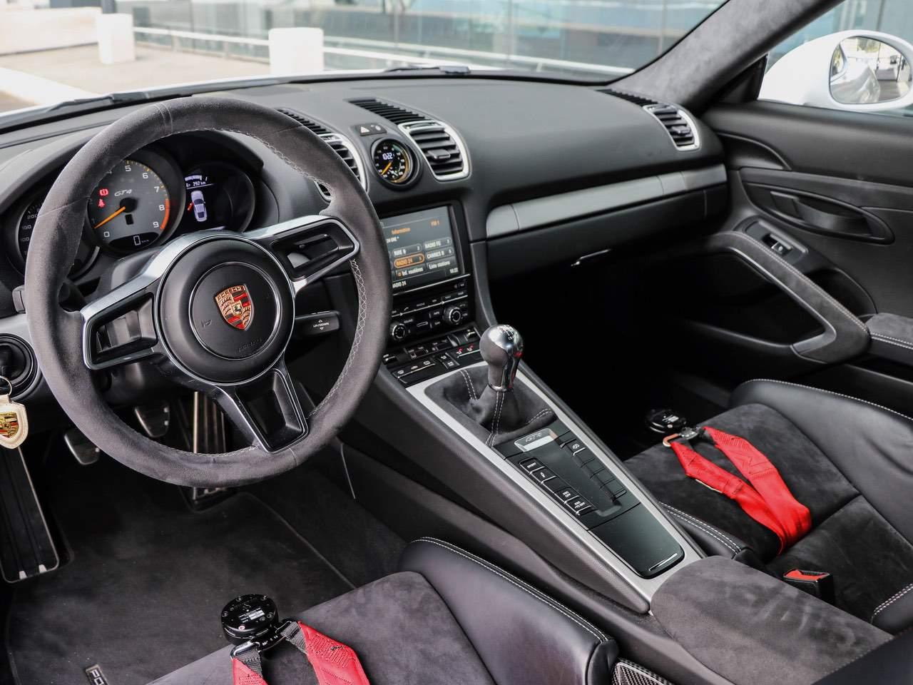 Porsche-Cayman-981-GT4-9