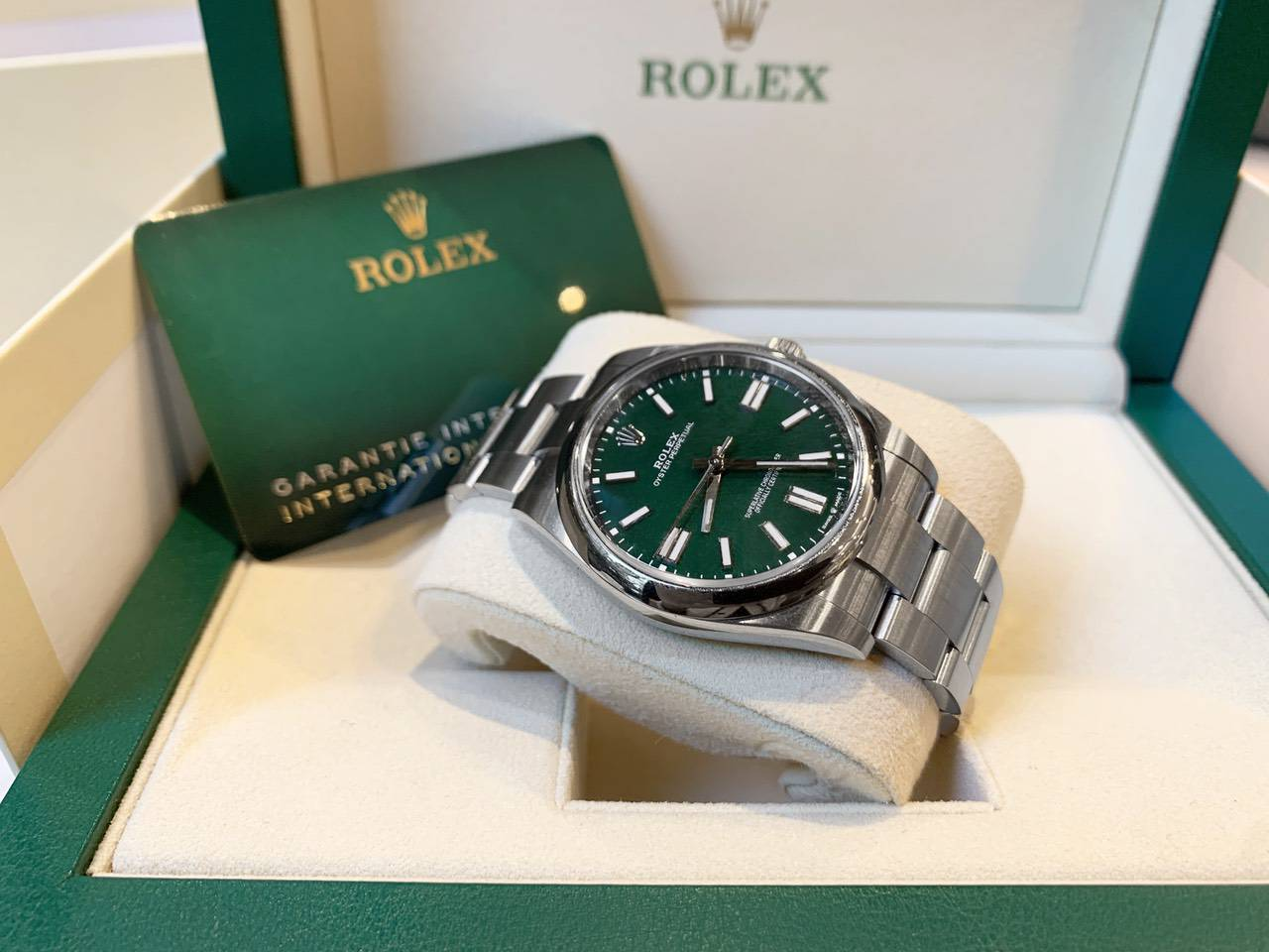 Rolex-Oyster-Perpetual-Green-124300-0