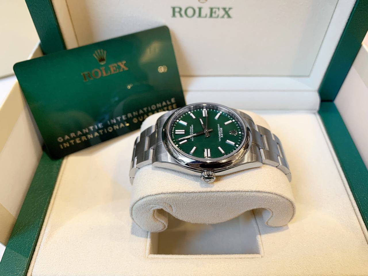 Rolex-Oyster-Perpetual-Green-124300-1