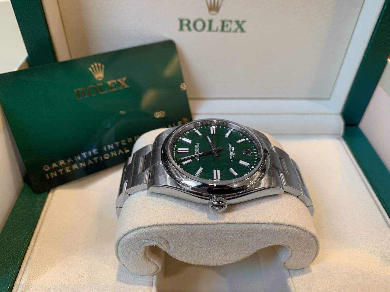 Rolex-Oyster-Perpetual-Green-124300-3
