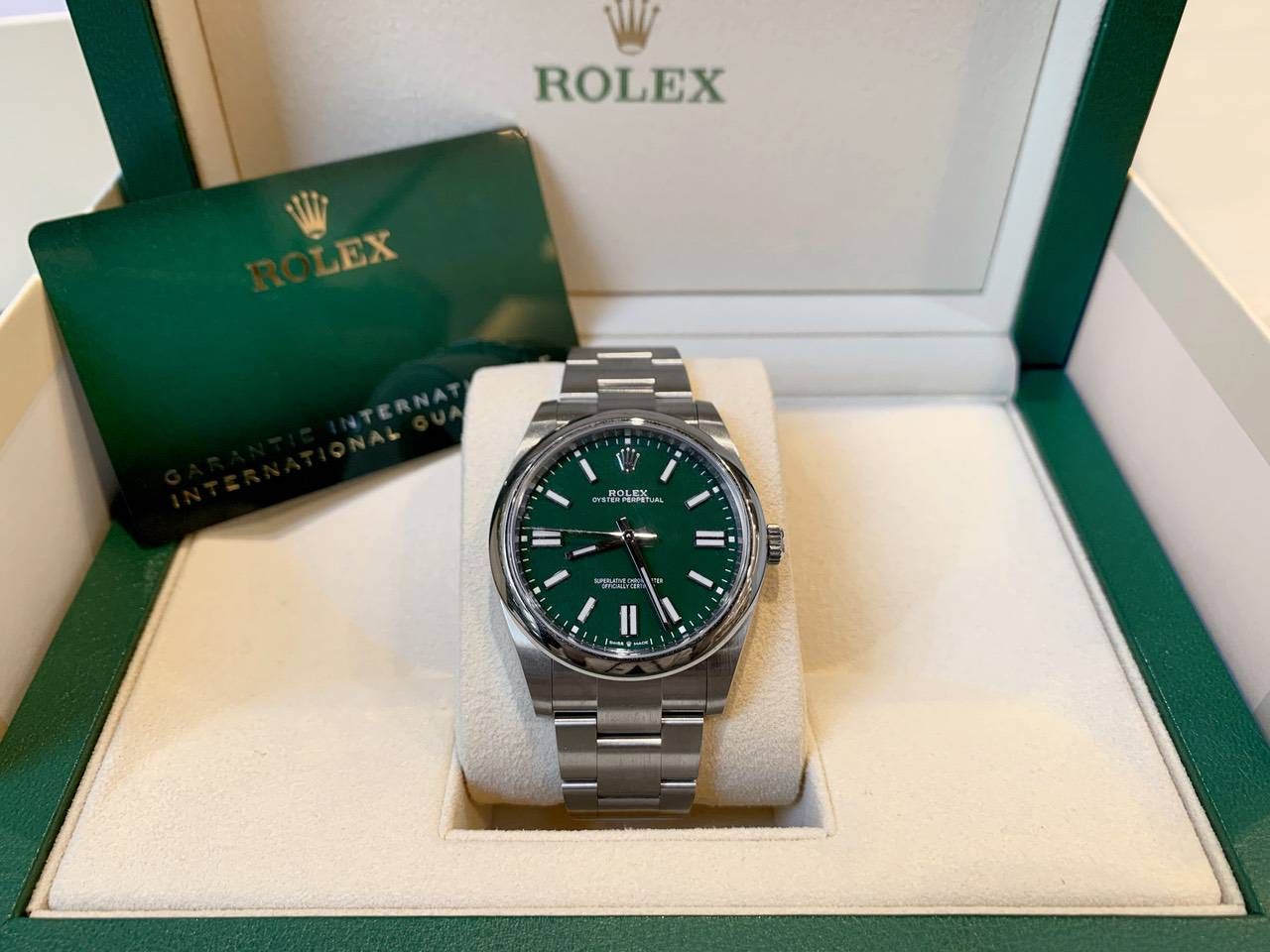 Rolex-Oyster-Perpetual-Green-124300-4