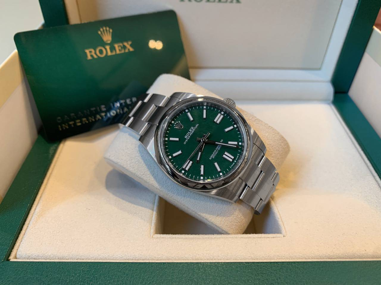 Rolex-Oyster-Perpetual-Green-124300-5