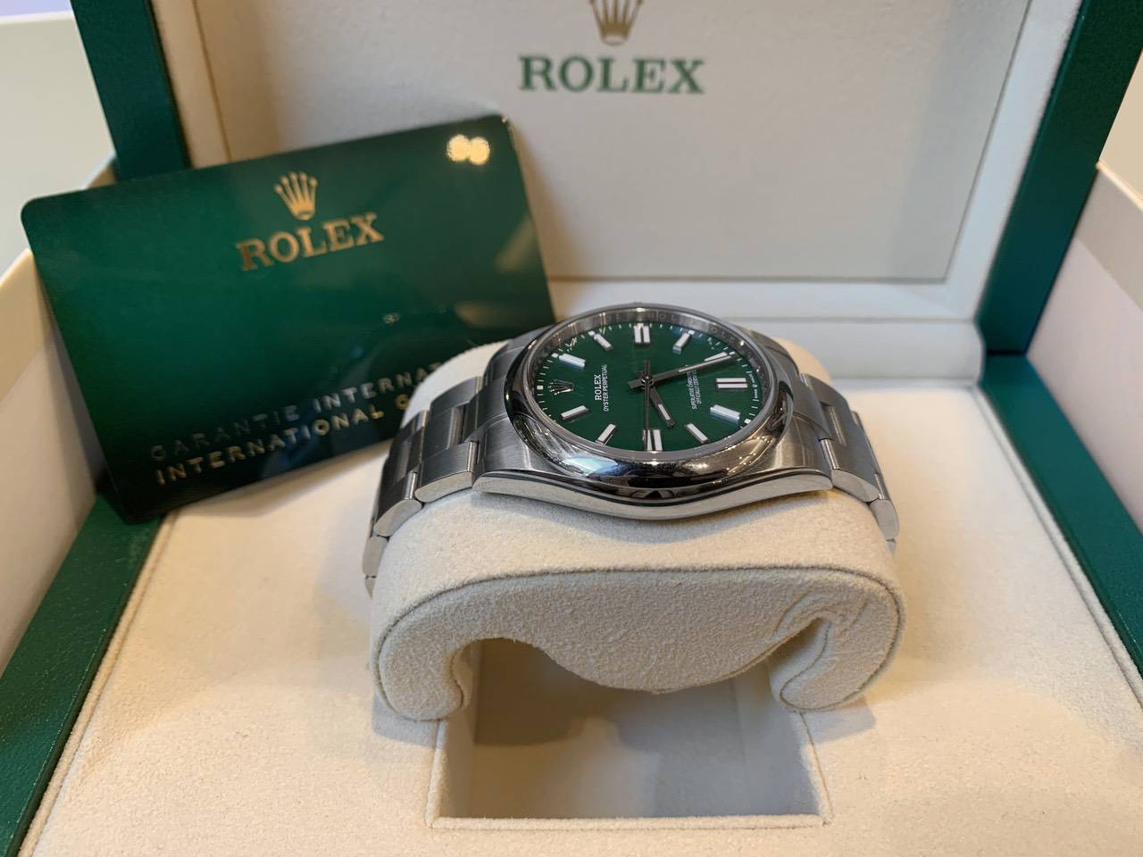 Rolex-Oyster-Perpetual-Green-124300-6