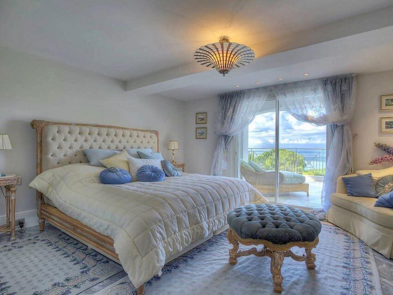 Luxury-Neo-Provencal-Villa-in-Cannes-2
