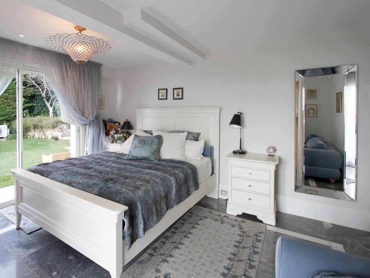 Luxury-Neo-Provencal-Villa-in-Cannes-5